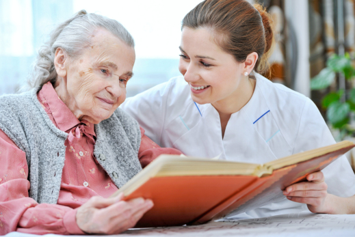 5 Tips: Cheering up an Elderly Loved One